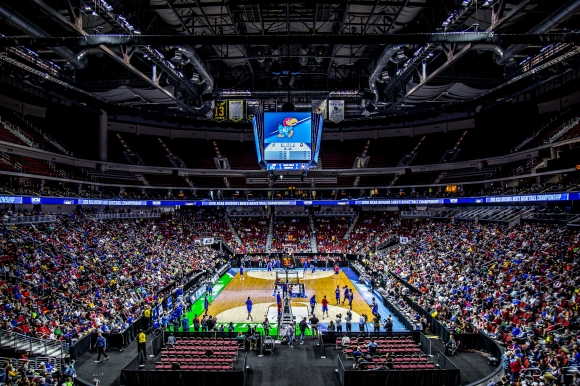Kansas_Jayhawks_Open_Practice_at_the_2016_March_Madness_Opening_Rounds_(25817826036)